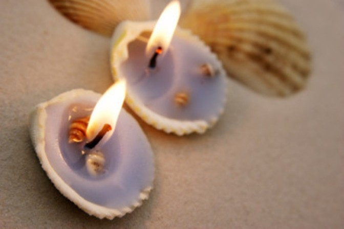 Do it yourself: candles with seashells