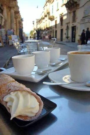 Cannolo Siciliano & Macchiato!!!