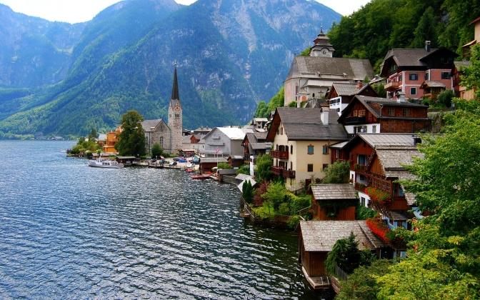 Village-Hallstatt-(Austria)