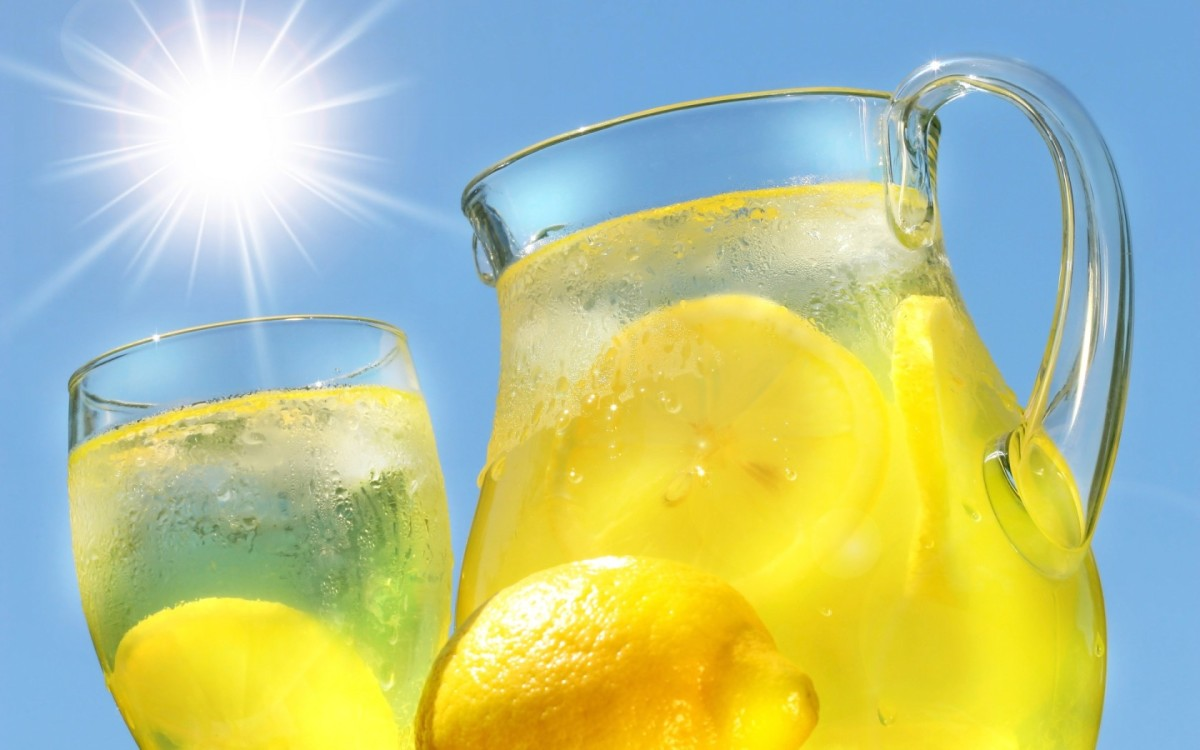 10 reasons to drink warm water and lemon