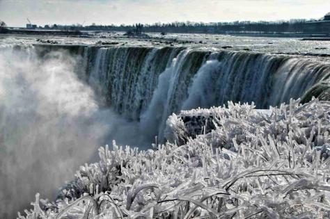 frozen-niagara-falls